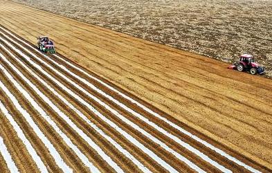 """""""智慧""""种地提效率 河北省春季农业生产装备水平大幅提升"""