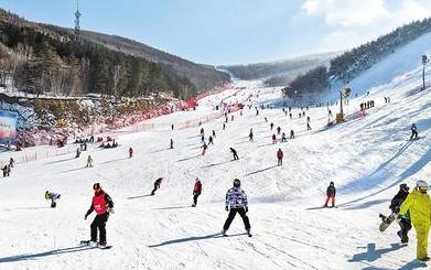 """河北滑雪旅游再升温 高端滑雪者""""回流"""""""